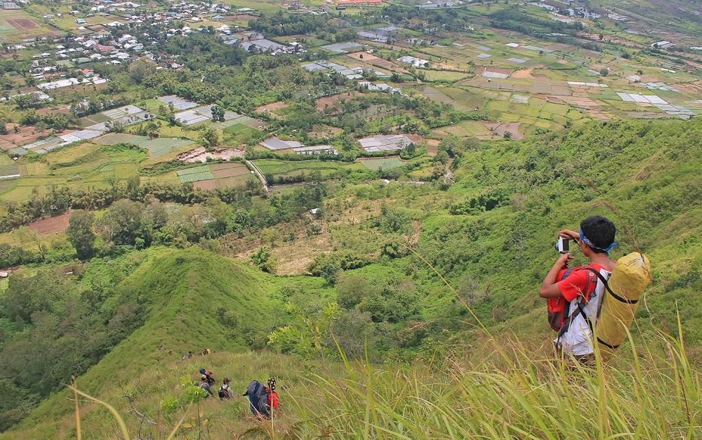 Jalur pendakian menuju Bukit Pergasingan